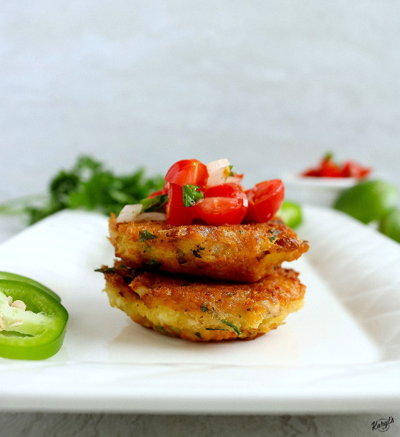 Tuna Cakes with Fresh Tomato Salsa is a delicious way to branch out when you're looking for a new way to eat tuna. The light and fresh tomato salsa pairs wonderfully with the savory tuna cakes #tuna #albacoretuna #tunacakes #seafood #tomatoes #salsa #freshsalsa #karylskulinarykrusade