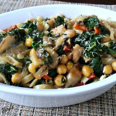 Kale with Chickpeas and Chicken
