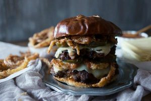 Chorizo-beef-burger-with-crispy-onion-straws-4