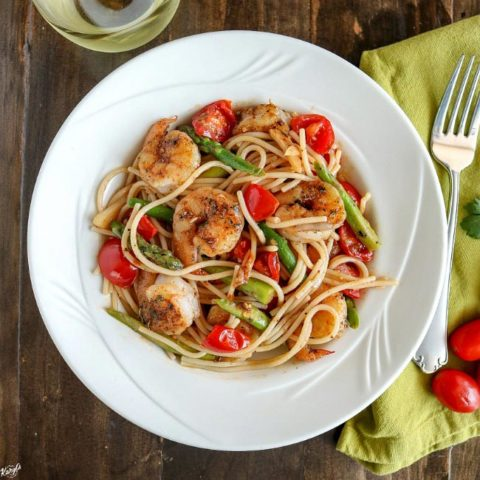Spicy Garlic Shrimp Pasta with Tomatoes & Asparagus